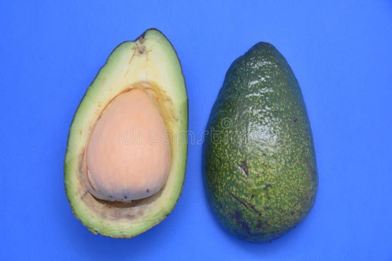 Αβοκάντο φρέσκα πράσινα τροπικά τρόφιμα διατροφής βιταμινών τροφίμων φρούτων εξωτικά στοκ εικόνες