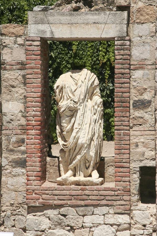 Αγάλματα ελληνικός-ύφους με το πρόσωπο της φήμης του ρωμαϊκού επαρχιακού φόρουμ, Μέριντα στοκ εικόνες
