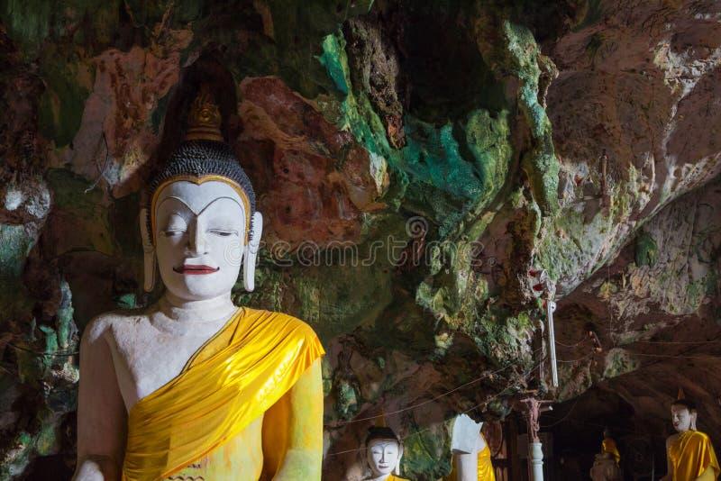 Αγάλματα του Βούδα αρχαία στη σπηλιά στοκ φωτογραφία με δικαίωμα ελεύθερης χρήσης