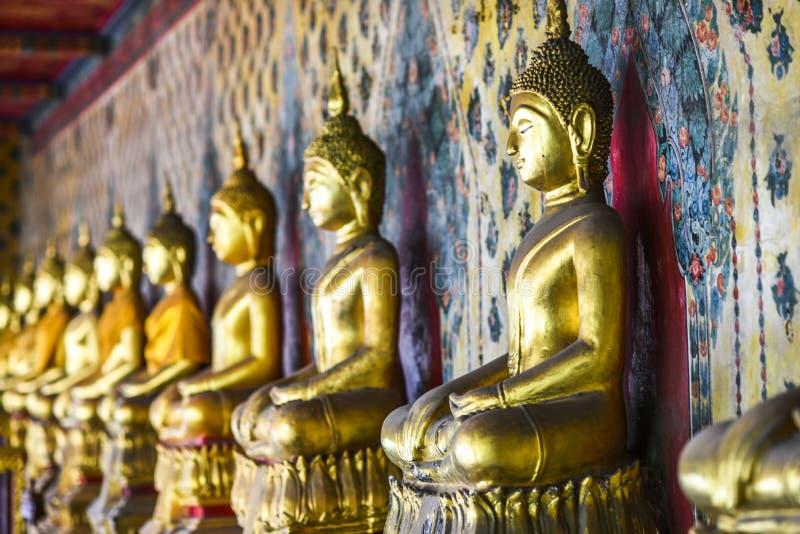 Αγάλματα του Βούδα σε έναν ναό στην Ταϊλάνδη στοκ φωτογραφία με δικαίωμα ελεύθερης χρήσης