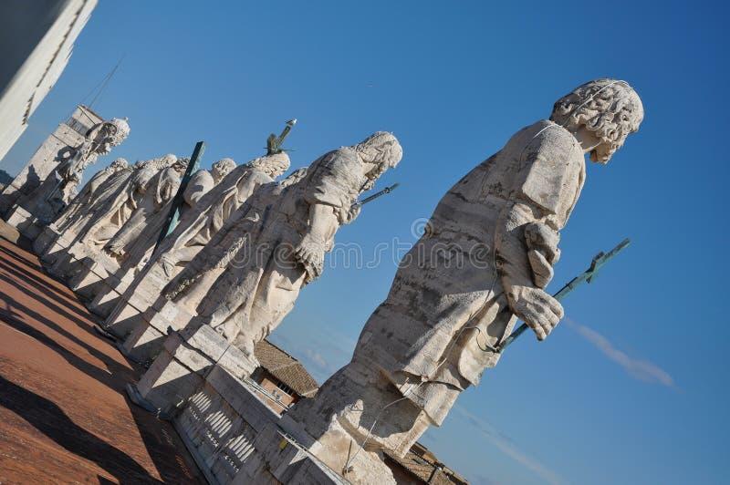 Αγάλματα των αποστόλων Βασιλική Αγίου Peter ` s, Βατικανό στοκ εικόνες
