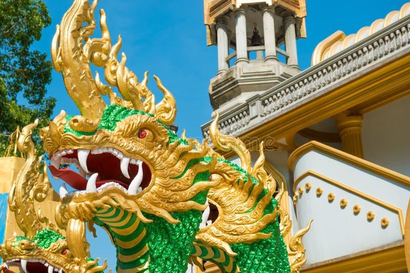 Αγάλματα των πράσινων δράκων στο ναό στην Ταϊλάνδη στοκ φωτογραφία με δικαίωμα ελεύθερης χρήσης