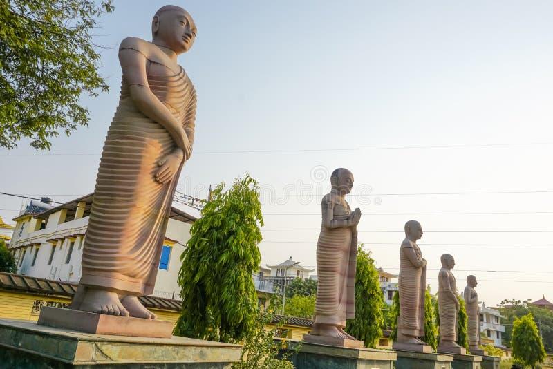 Αγάλματα των πρώτων αποστόλων του Βούδα στοκ εικόνα
