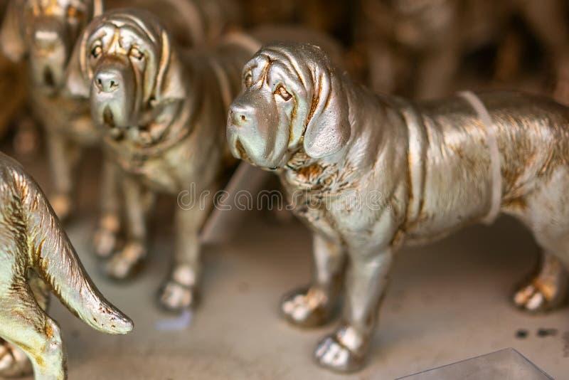 Αγάλματα χαλκού των σκυλιών, εγχώριο ντεκόρ στοκ εικόνες
