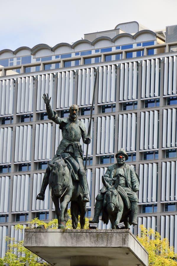 Αγάλματα Don Δον Κιχώτης και Sancho Panza που βρίσκεται στο ισπανικό τετράγωνο κοντά στη μεγάλη θέση στο κέντρο των Βρυξελλών, Βέ στοκ φωτογραφία με δικαίωμα ελεύθερης χρήσης