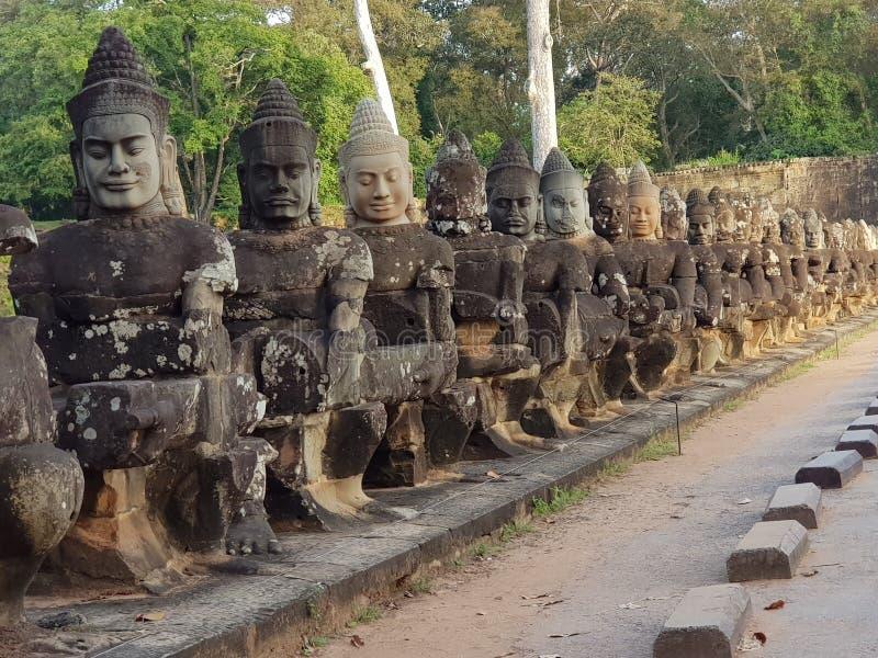 Αγάλματα Thom Mythic Angkor στοκ εικόνες