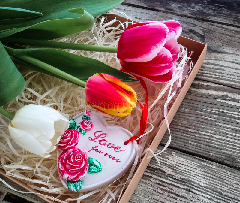 Αγάπη επιγραφής καρδιών κεραμικής για πάντα στοκ εικόνες