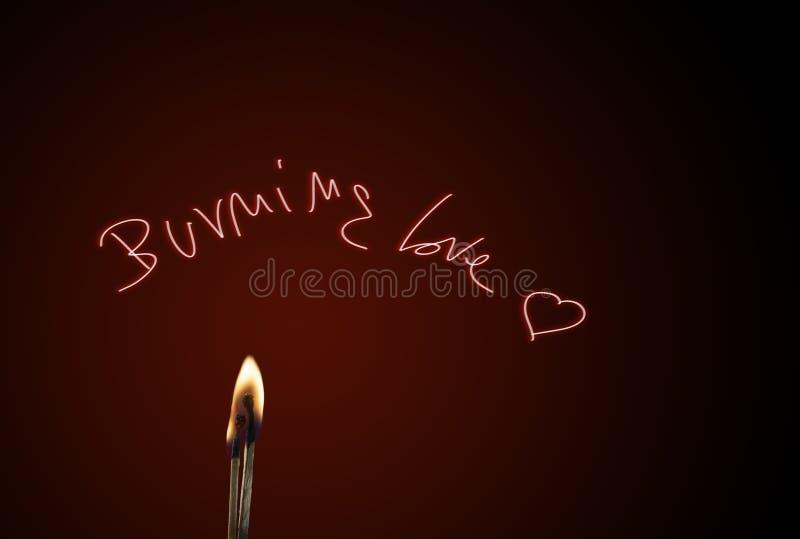 Αγάπη καψίματος, κάψιμο μερικών αντιστοιχιών της αγάπης στοκ φωτογραφίες με δικαίωμα ελεύθερης χρήσης
