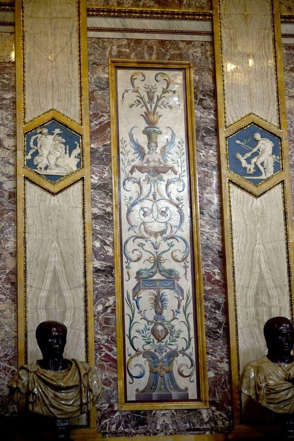 Αγάλματα και επιτροπή τοίχων μωσαϊκών στο Galleria Borghese Ρώμη Ιταλία στοκ φωτογραφίες