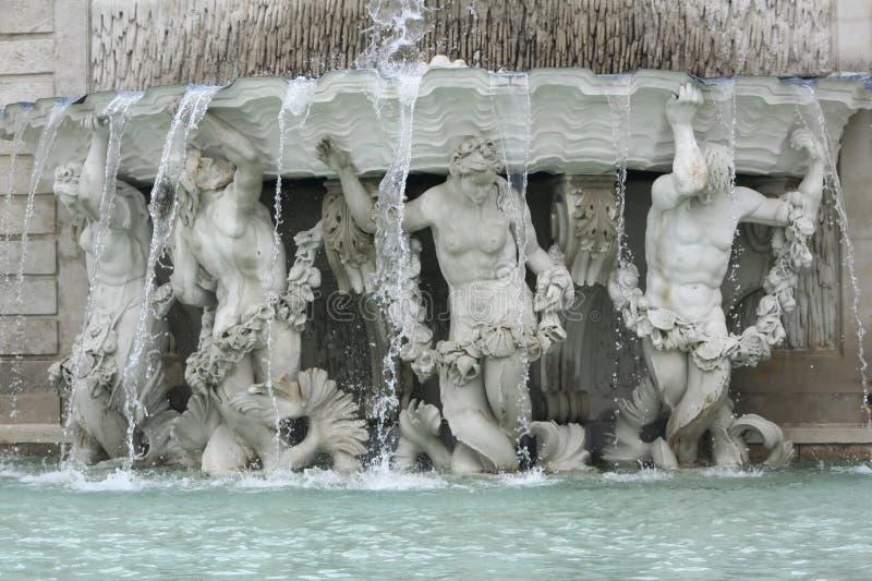 Αγάλματα στον πανοραμικό πυργίσκο στοκ φωτογραφία με δικαίωμα ελεύθερης χρήσης
