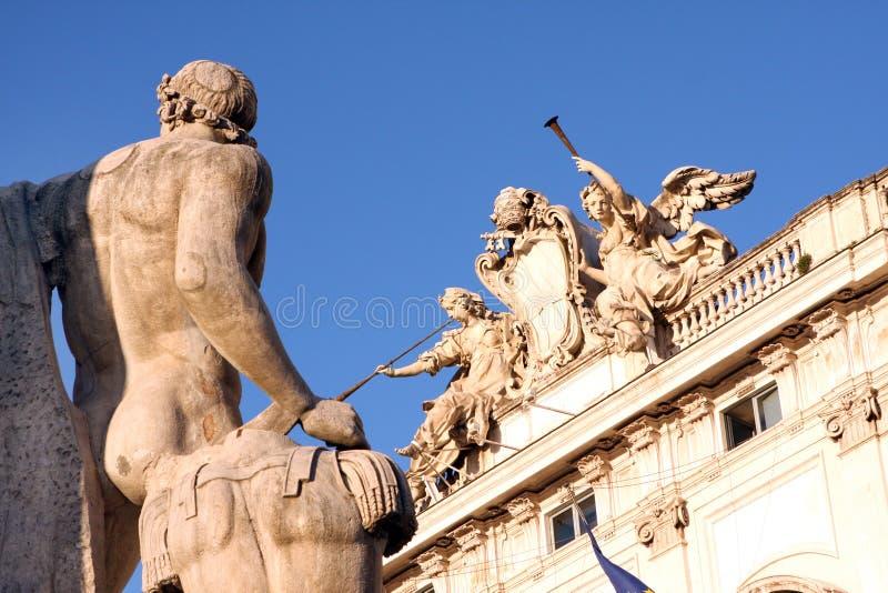 Αγάλματα του παλατιού Ρώμη Ιταλία Quirinal στοκ εικόνα
