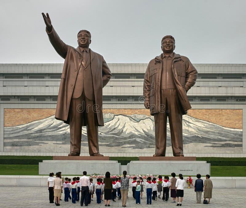 Αγάλματα του Kim Il Sung και του Κιμ Γιονγκ Ιλ στο Pyongyang, βόρεια Κορέα στοκ φωτογραφία