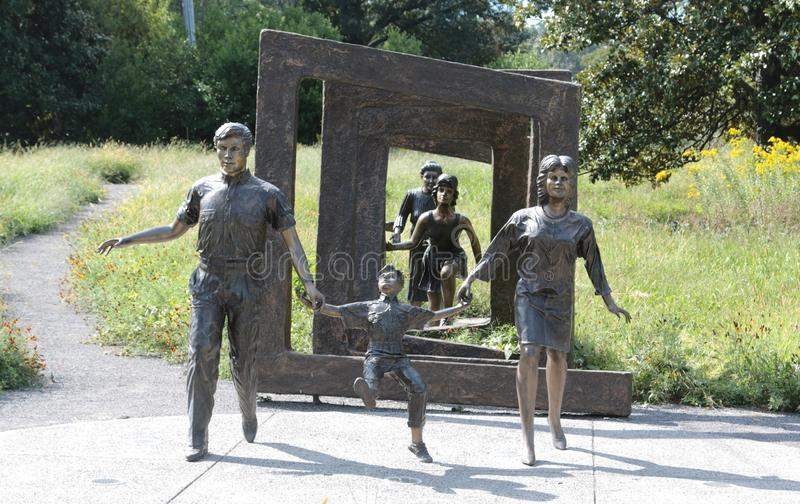 Αγάλματα χαλκού των ανδρών, των γυναικών και των παιδιών στοκ εικόνες