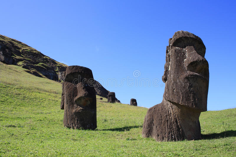Αγάλματα Moai σε Rano Raraku, νησί Πάσχας, Χιλή στοκ εικόνες με δικαίωμα ελεύθερης χρήσης