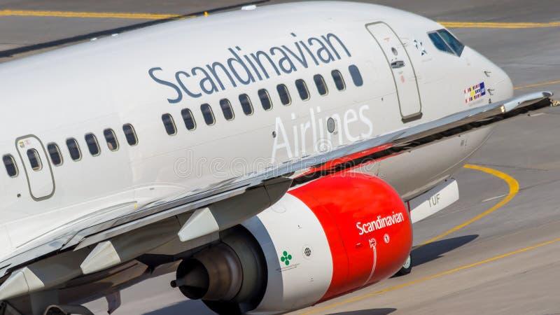 Αγία Πετρούπολη, Ρωσία - 08/16/2018: Αεριωθούμενο επιβατηγό αεροσκάφος Boeing 737-700 Σκανδιναβικές αερογραμμές ln-TUF της SAS σε στοκ φωτογραφίες με δικαίωμα ελεύθερης χρήσης