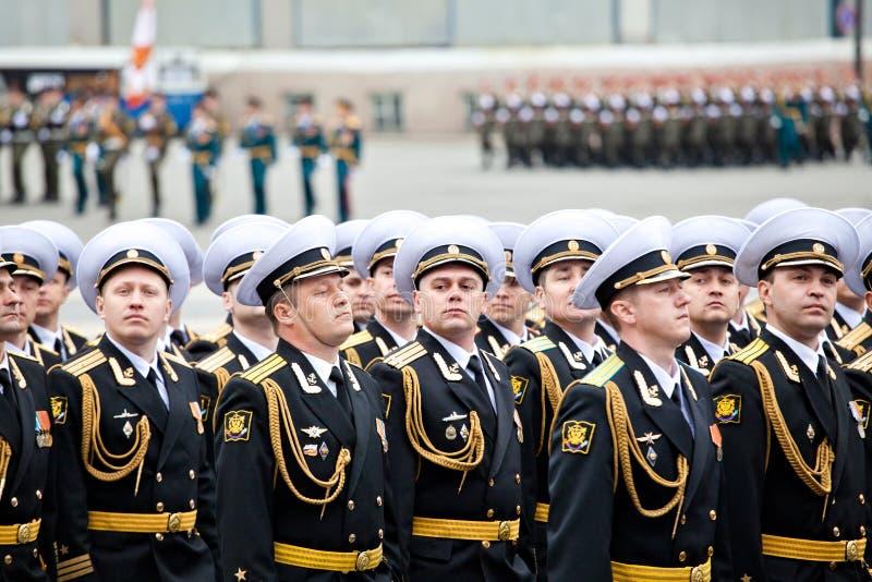 ΑΓΊΑ ΠΕΤΡΟΎΠΟΛΗ, ΡΩΣΙΑ - 9 ΜΑΐΟΥ: Η στρατιωτική παρέλαση νίκης (νίκη στο Δεύτερο Παγκόσμιο Πόλεμο) ξοδεύεται κάθε χρόνο στις 9 Μαΐ στοκ εικόνες με δικαίωμα ελεύθερης χρήσης