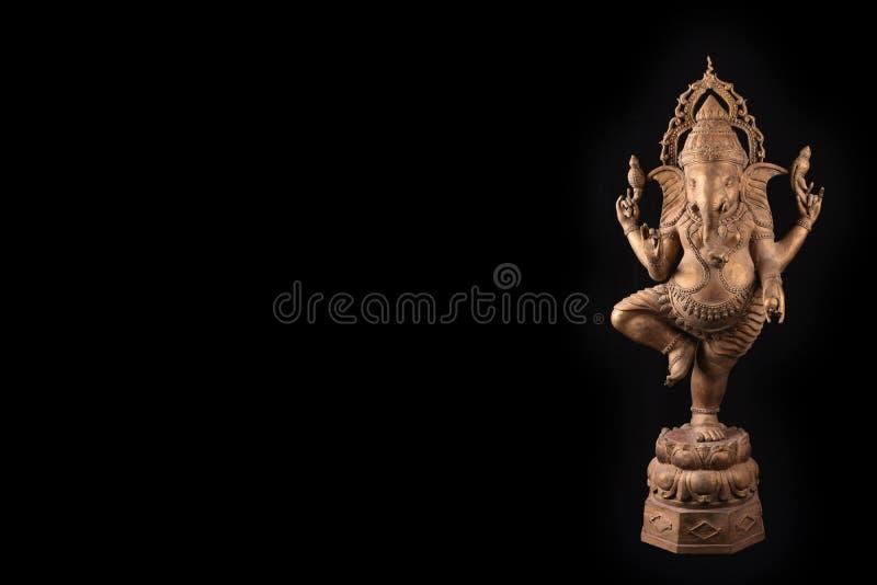 Αγαλμάτων ganesha Λόρδου στο μαύρο υπόβαθρο στοκ εικόνες