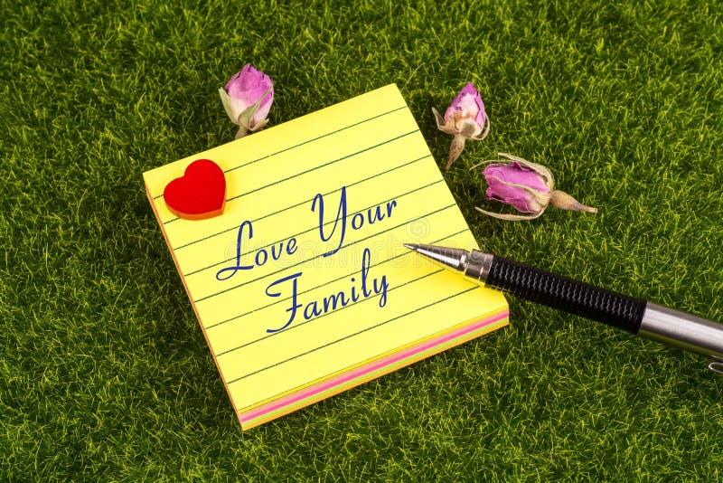 Αγαπήστε την οικογενειακή σημείωσή σας στοκ φωτογραφία με δικαίωμα ελεύθερης χρήσης