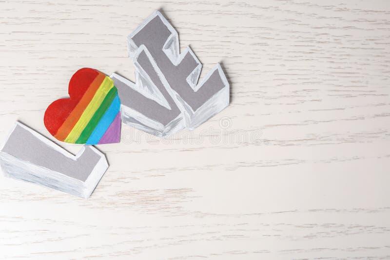 ΑΓΑΠΗ λέξης στο ελαφρύ υπόβαθρο Έννοια LGBT στοκ εικόνα