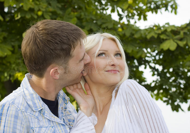 Αγαπώντας ζεύγος στοκ φωτογραφίες με δικαίωμα ελεύθερης χρήσης