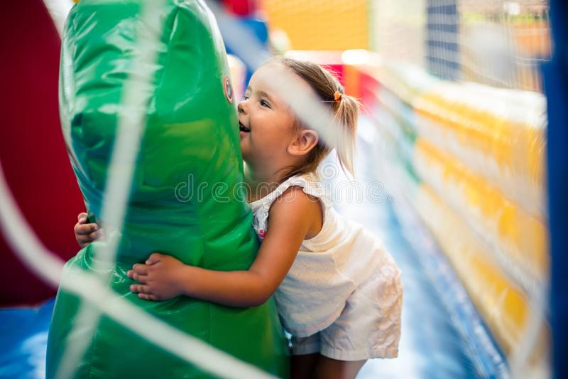 Αγαπώ αυτή την ημέρα για να περάσω τις ημέρες στην παιδική χαρά στοκ εικόνες με δικαίωμα ελεύθερης χρήσης