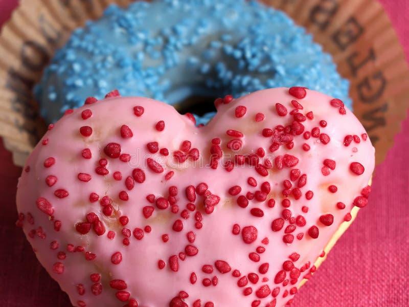 Αγαπώ γλυκά doughnuts στοκ εικόνες με δικαίωμα ελεύθερης χρήσης