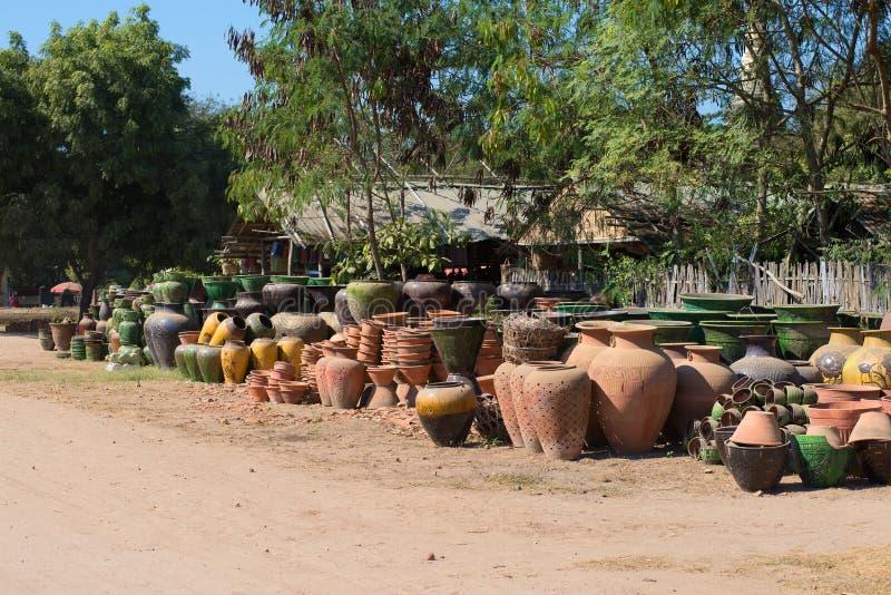 Αγγειοπλαστική για την πώληση στην οδό παλαιού Bagan Myanmar στοκ εικόνες