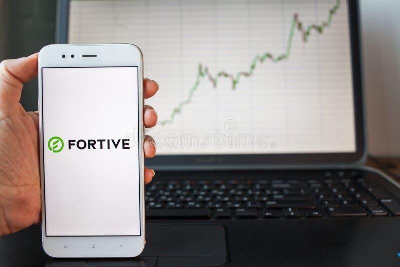 ΑΓΙΟΣ ΠΕΤΡΟΥΠΟΛΗ, ΡΩΣΙΑ - 25 ΙΟΥΝΊΟΥ 2019: Λογότυπο επιχείρησης Fortive στην οθόνη smartphone στοκ εικόνα