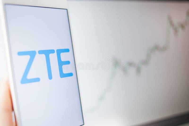ΑΓΙΟΣ ΠΕΤΡΟΥΠΟΛΗ, ΡΩΣΙΑ - 27 ΜΑΐΟΥ 2019: Τίτλοι Analytics, έννοια ZTE στοκ φωτογραφίες