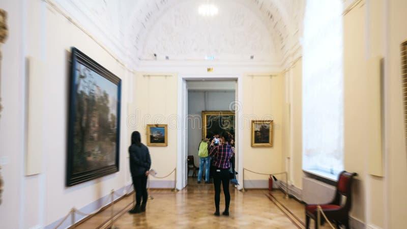 ΑΓΙΟΣ ΠΕΤΡΟΥΠΟΛΗ, ΡΩΣΙΑ - 12 Οκτωβρίου 2016: Το Hyperlapse ρίχνει την οικοδόμηση και τις αίθουσες του μουσείου ερημητηρίων απόθεμα βίντεο