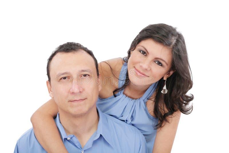 Αγκάλιασμα ζευγών αγάπης στοκ φωτογραφία με δικαίωμα ελεύθερης χρήσης