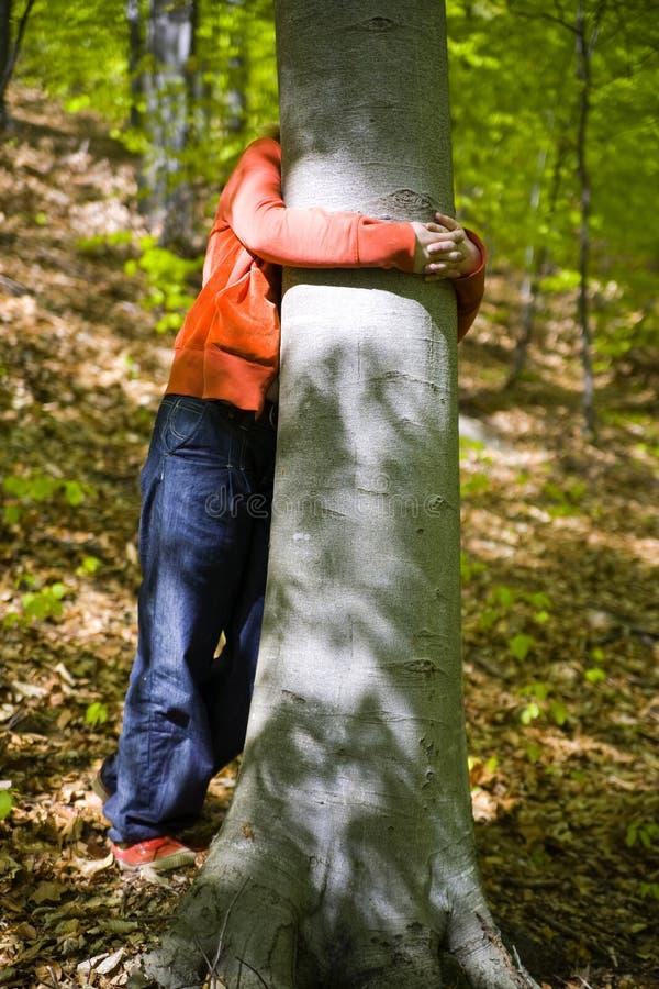 αγκάλιασμα της γυναίκα&sigmaf στοκ φωτογραφίες