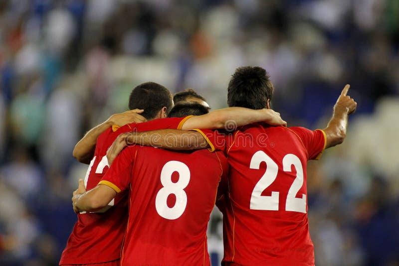 Αγκάλιασμα ποδοσφαιριστών στοκ φωτογραφία με δικαίωμα ελεύθερης χρήσης