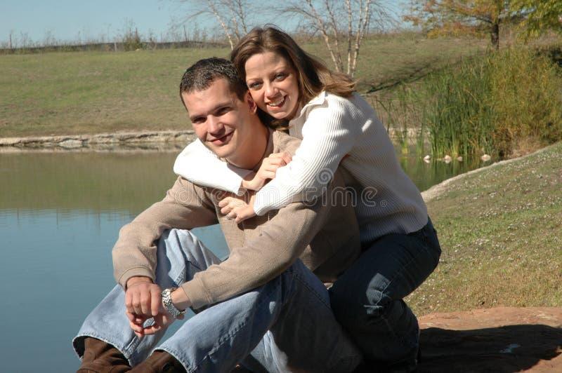 Download αγκαλιάσματα στοκ εικόνες. εικόνα από έκφραση, περιστασιακός - 1539294