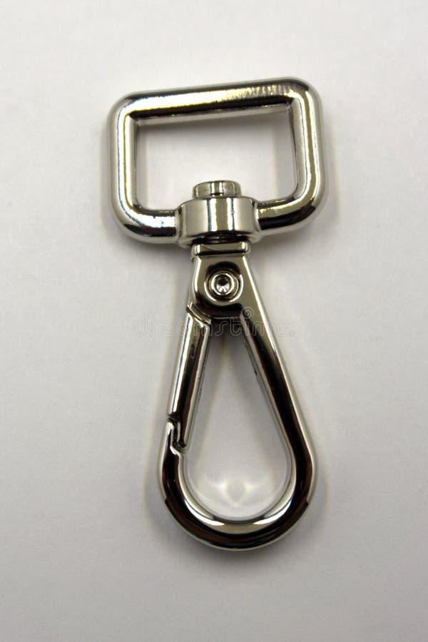 Αγκράφα στη στενή διαφορετική λαβή πορτών συνδετήρων χρωμίου σακιδίων πλάτης, στοκ φωτογραφία με δικαίωμα ελεύθερης χρήσης