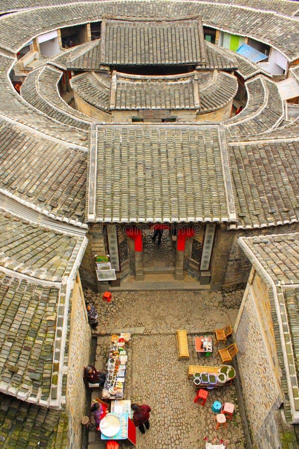 Αγνοώντας το fujian tulou χωμάτινο στην Κίνα στοκ εικόνα με δικαίωμα ελεύθερης χρήσης