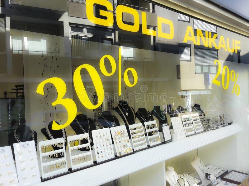 Αγοράζοντας και πωλώντας κατάστημα χρυσού, αγορά, σημάδια τοις εκατό στοκ εικόνες