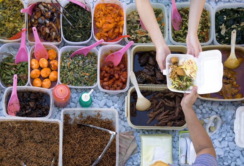 αγοράζοντας τρόφιμα στοκ εικόνες
