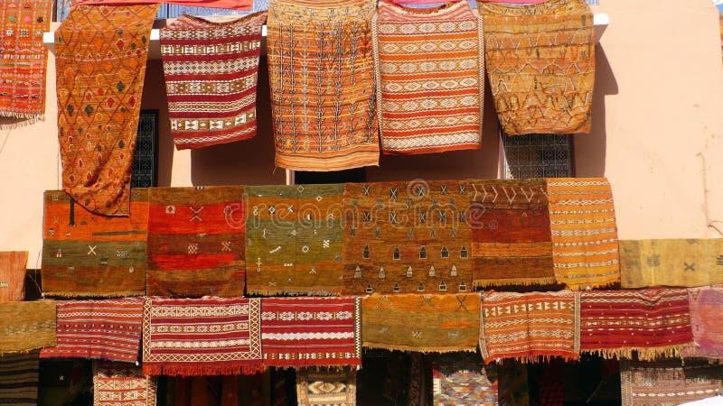 Αγορά κουβερτών στο Μαρακές στοκ φωτογραφία με δικαίωμα ελεύθερης χρήσης