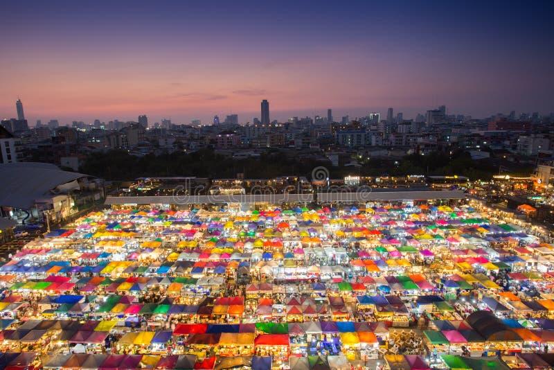 Αγορά νύχτας στη Μπανγκόκ στοκ εικόνες