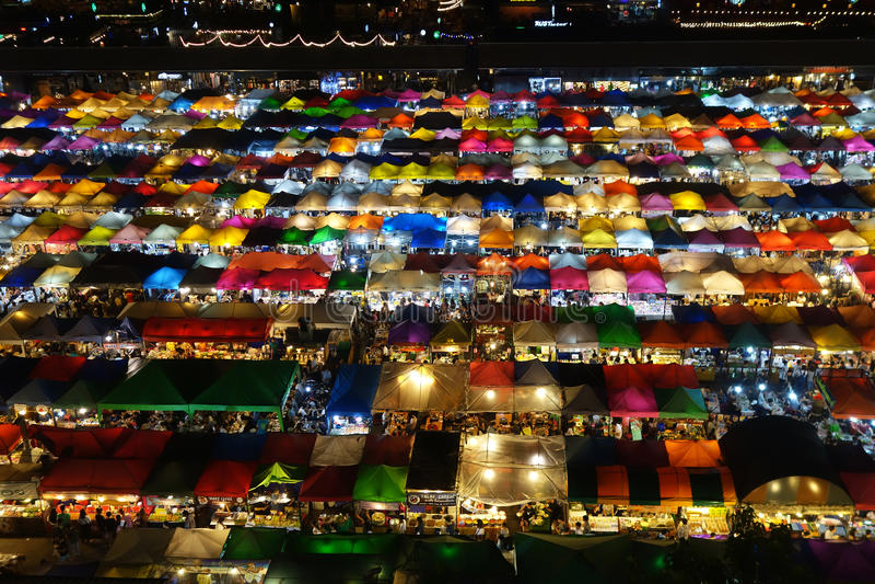 Αγορά νύχτας της Fai ράβδων Talad, Μπανγκόκ στοκ εικόνες