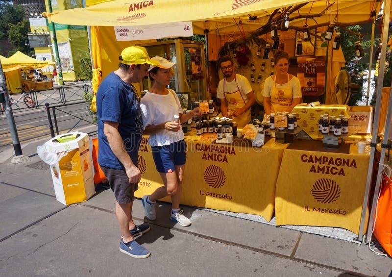 Αγορά της Καμπανίας Amica στο Μιλάνο μπροστά από το παλάτι Sforza στοκ φωτογραφία με δικαίωμα ελεύθερης χρήσης