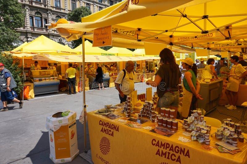 Αγορά της Καμπανίας Amica στο Μιλάνο μπροστά από το παλάτι Sforza στοκ εικόνες
