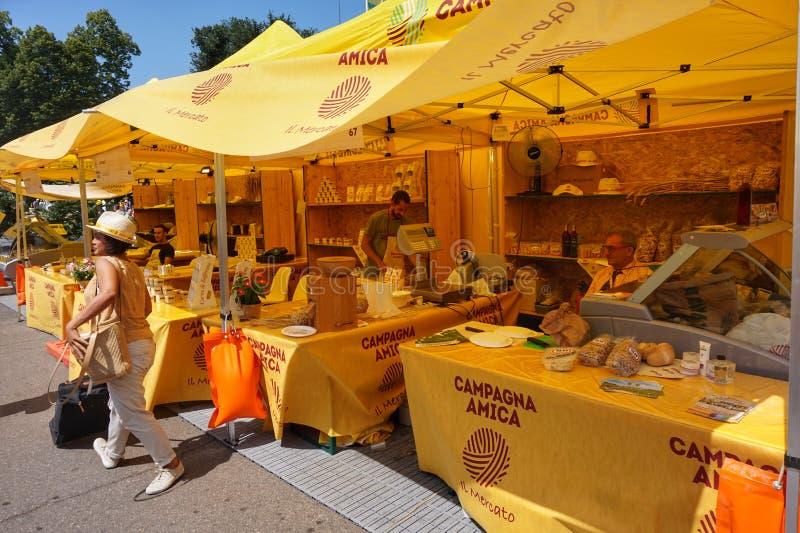 Αγορά της Καμπανίας Amica στο Μιλάνο μπροστά από το παλάτι Sforza στοκ φωτογραφία