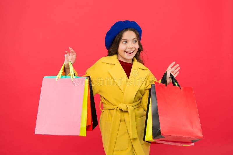 Αγορά της Νίκαιας Το Fashionista απολαμβάνει Ικανοποίηση πελατών Η υψηλή τηλεθέαση αγοράζει τον ιματισμό άνοιξη Βασανισμένος με τ στοκ φωτογραφία