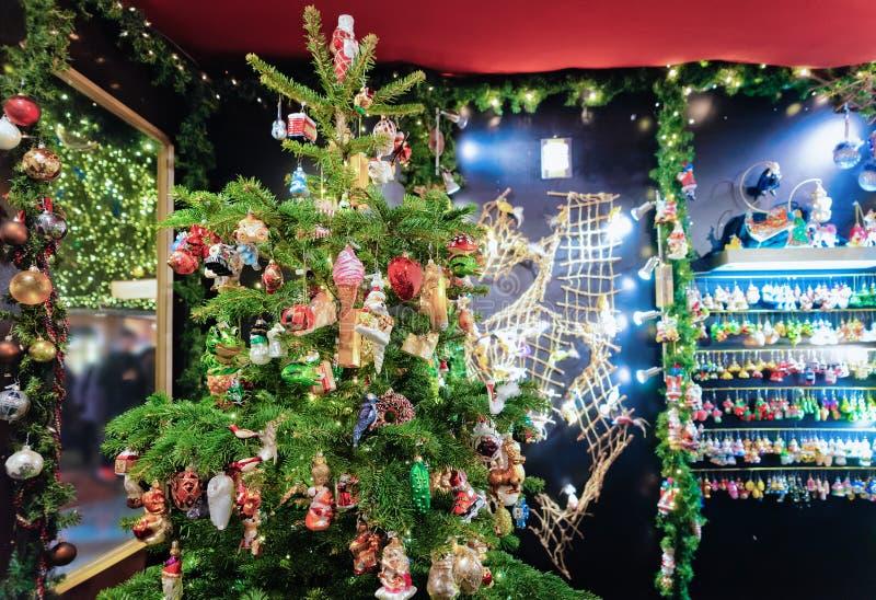 Αγορά Χριστουγέννων διακοσμήσεων τη νύχτα σε Gendarmenmarkt του χειμώνα Βερολίνο στοκ φωτογραφίες