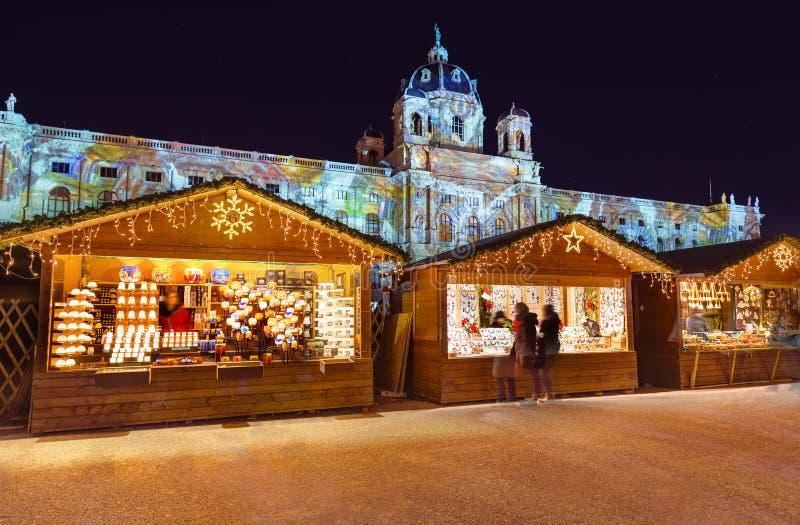 Αγορά Χριστουγέννων κοντά στο τέταρτο μουσείων στη Βιέννη Αυστρία στοκ φωτογραφίες
