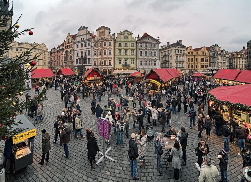 Αγορά Χριστουγέννων στην παλαιά πλατεία της πόλης στην Πράγα, Δημοκρατία της Τσεχίας στοκ εικόνες