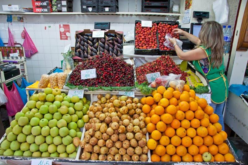 Αγορά DOS Lavradores Mercado στο Φουνκάλ, Πορτογαλία στοκ φωτογραφίες