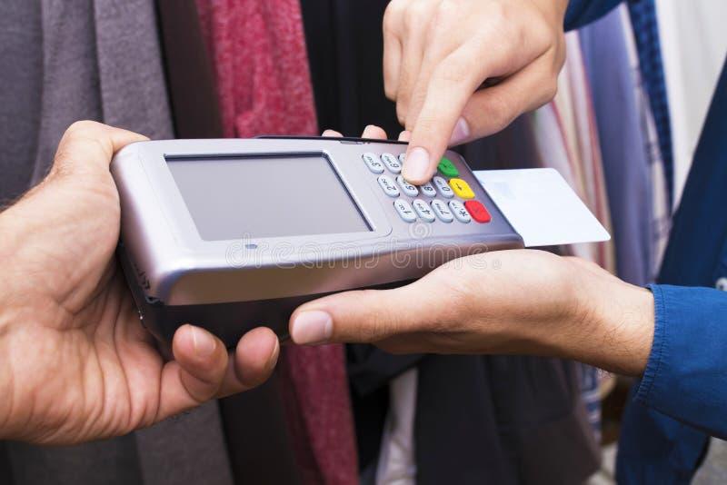 Αγορές και πωλήσεις με την πιστωτική κάρτα στοκ φωτογραφία με δικαίωμα ελεύθερης χρήσης